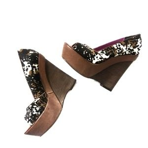 Betsey Johnson Leopard Print Leather Wedge Shoes 8